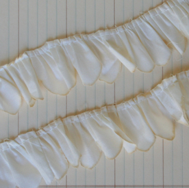 AT2168%20-%20Antique%20Alterable%20Scallop%20Trim%20-%20Cream